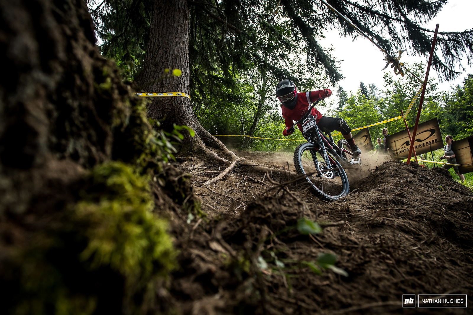 Paula Zibasa throwing some shapes in the dust on her way to 2nd fastest junior woman.