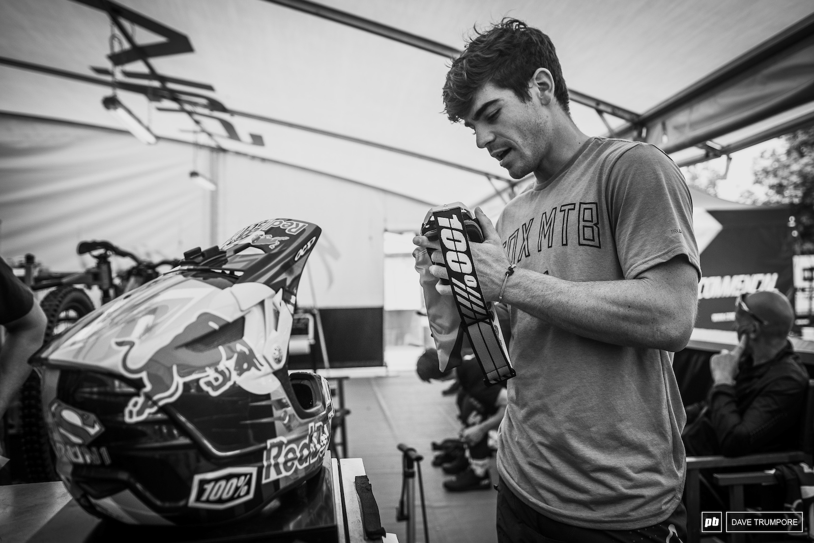 With hot temps and sunny skies to kick off the day I the idea of tear offs could not have been further from Loic Bruni s mind as he prepped goggles before the morning practice session.