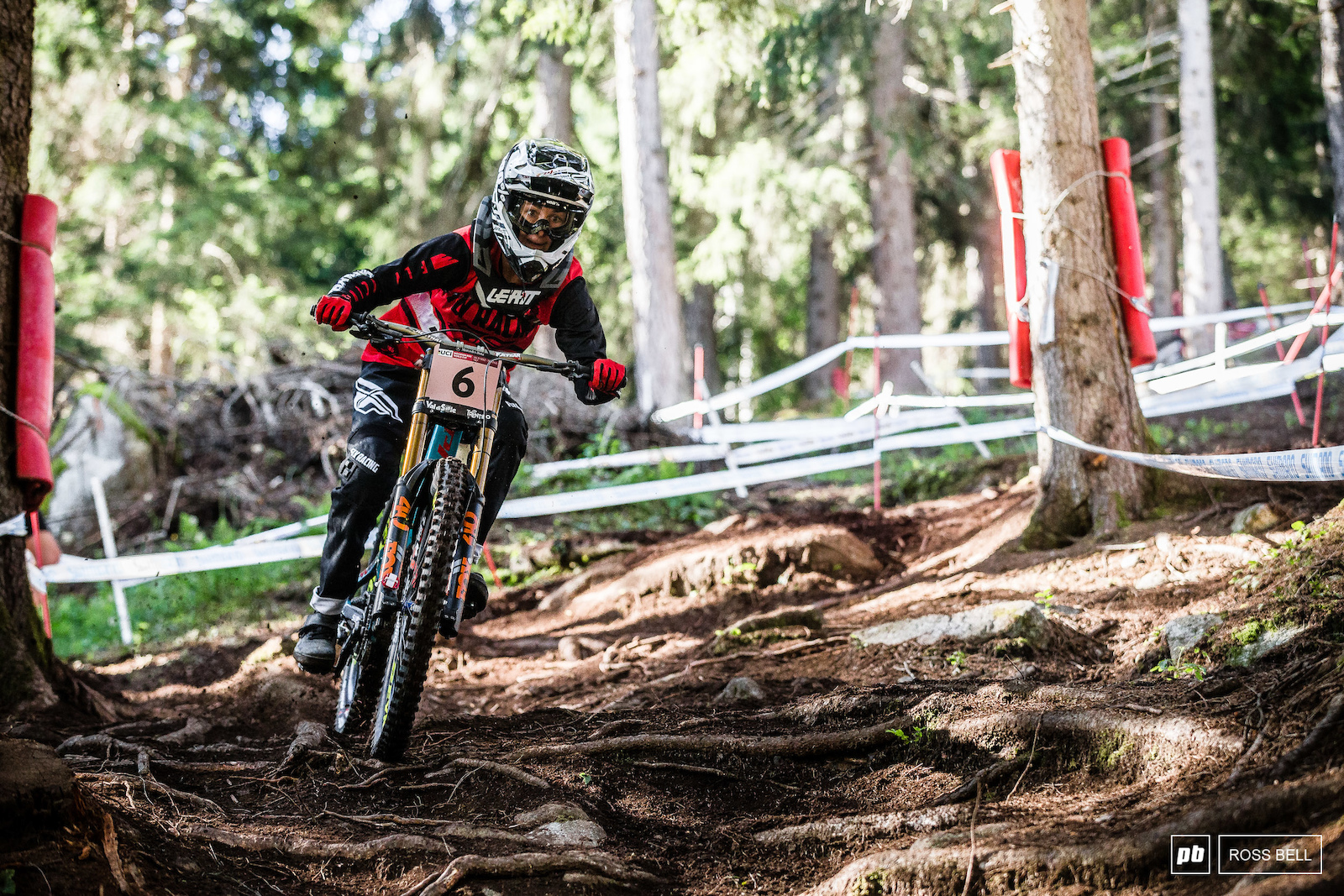 Emilie Siegenthaler looked comfortable in the slippery qualifying conditions later in the afternoon and ended up third just behind Tahnee Seagrave.
