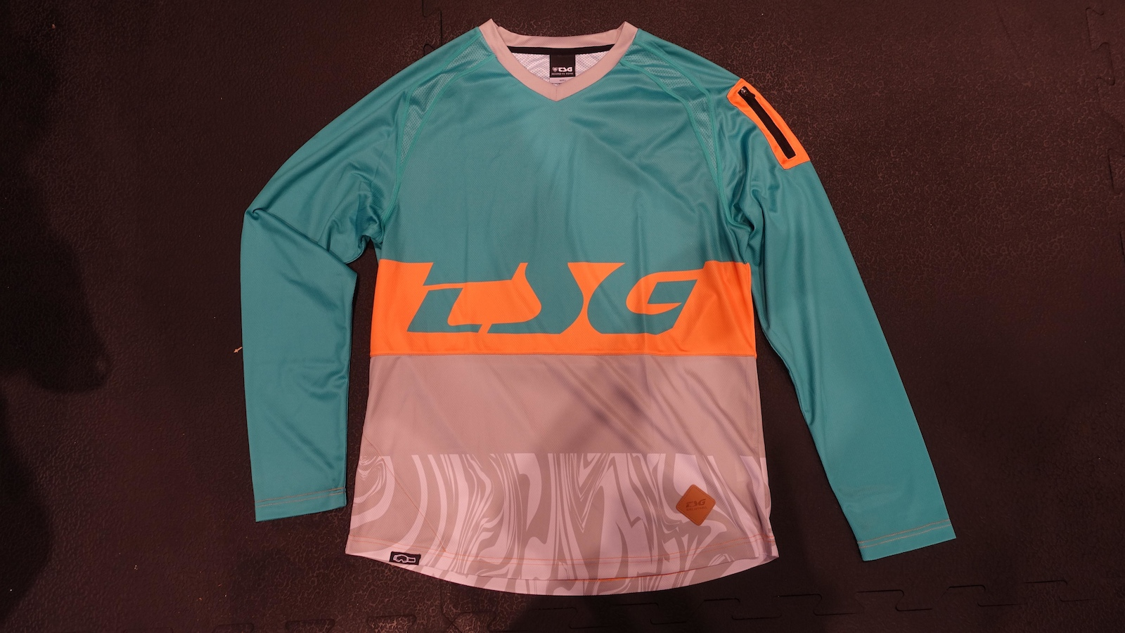 The Breeze Jersey is a little more traditional but no less colourful.