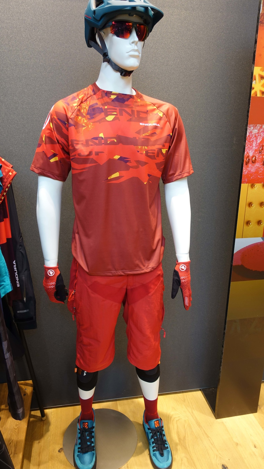 This is the men s version of the women s Singletrack and the colour is called rust red. The men s kit is the same price as the women s.