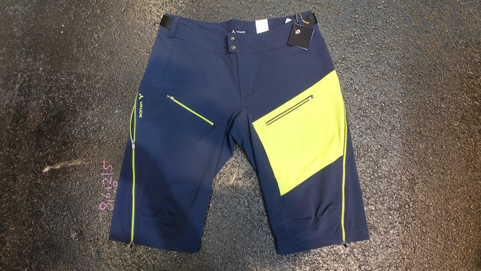 The two different colour-ways of the Moab jersey and shorts look bright and modern. The shorts retail for 120 and the jersey is 55 for the long sleeve and 50 for the short sleeve.