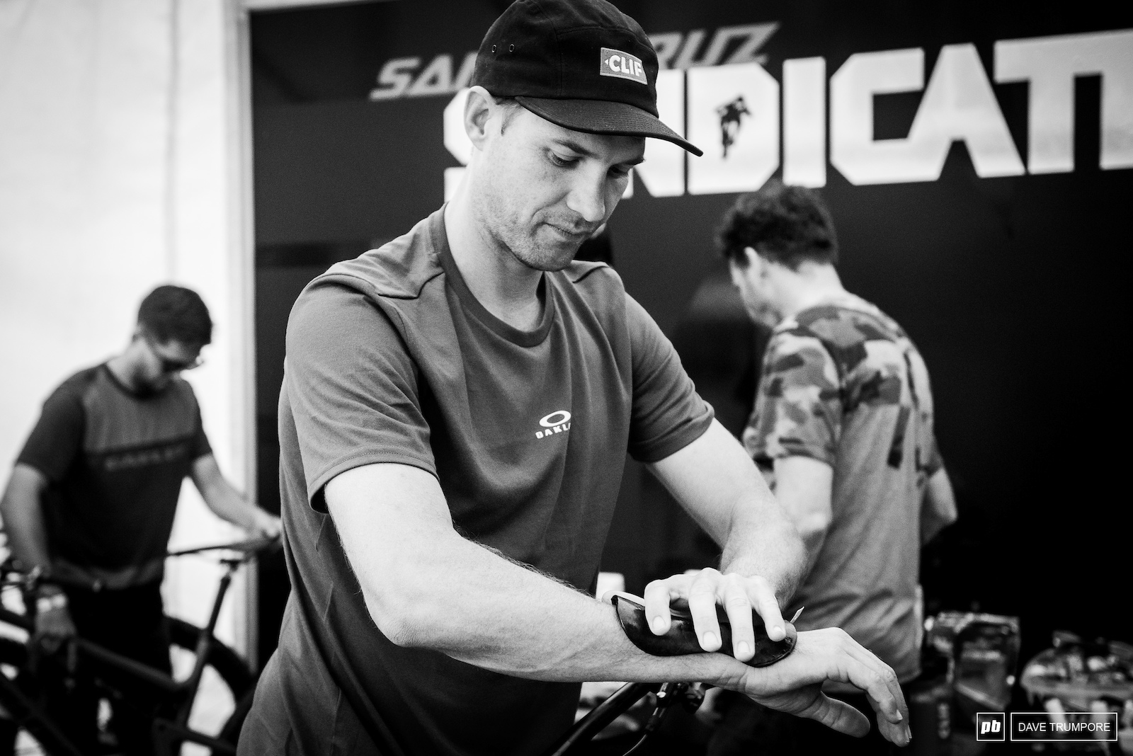 Greg Minnaar fitting a brace to his wrist that lost all it s strength while his broken arm was immobilized. Greg would take a few runs just for the training as he works to gat back up to speed but he is not racing this weekend.