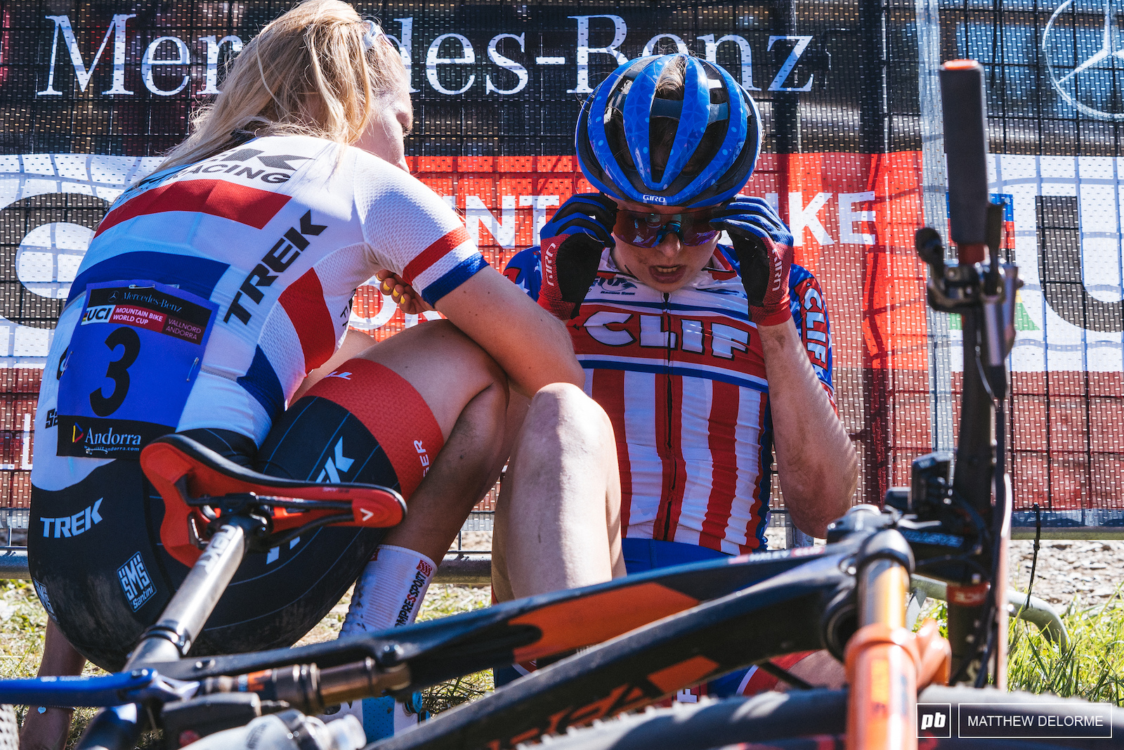 Evie Richards checks in with Haley Batten after a rough U23 women s race.