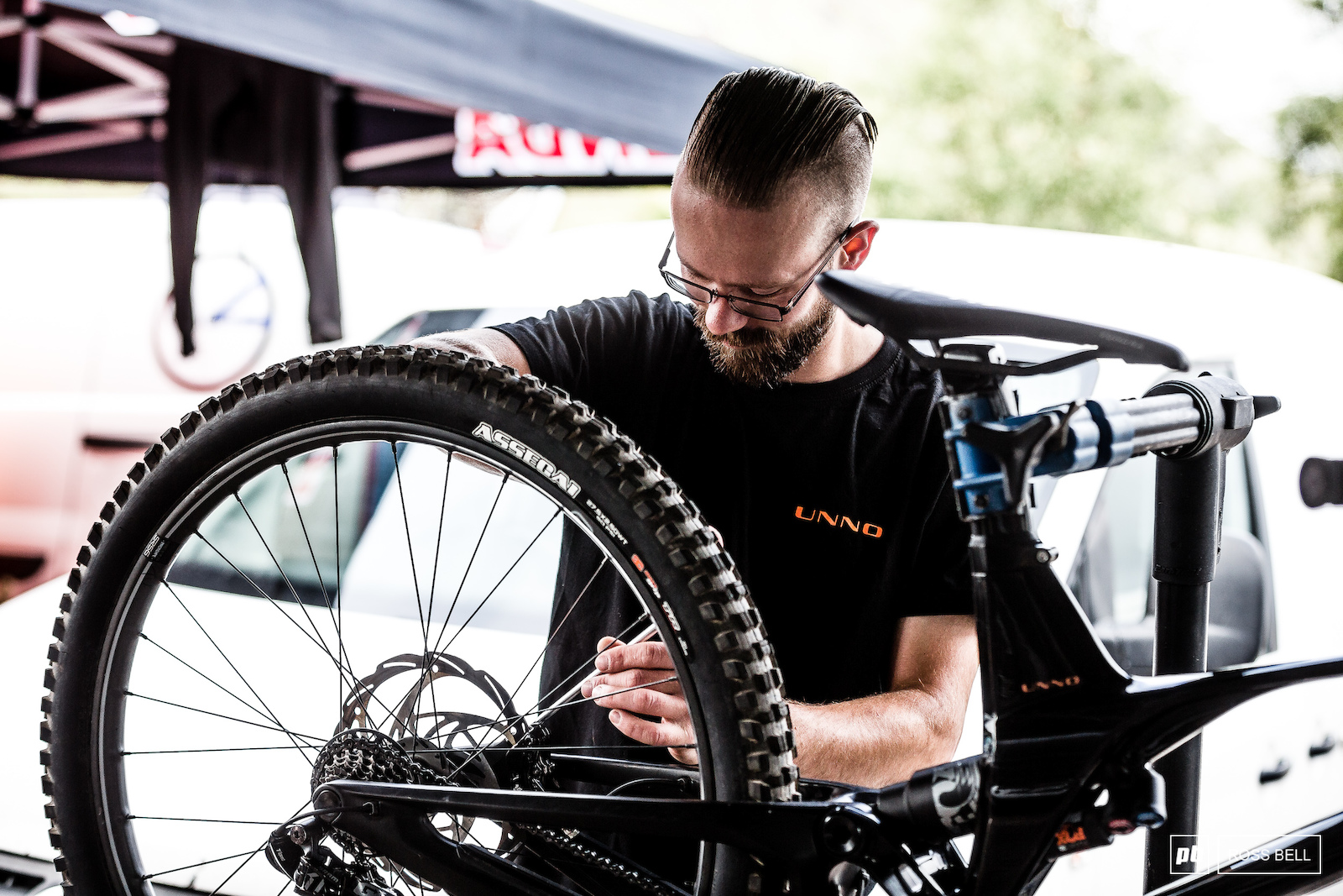 UNNO team mechanic Jesse Wigman making sure back to back reigning champ Greg Williamson has the right tools at his disposal to defend his sleeve.