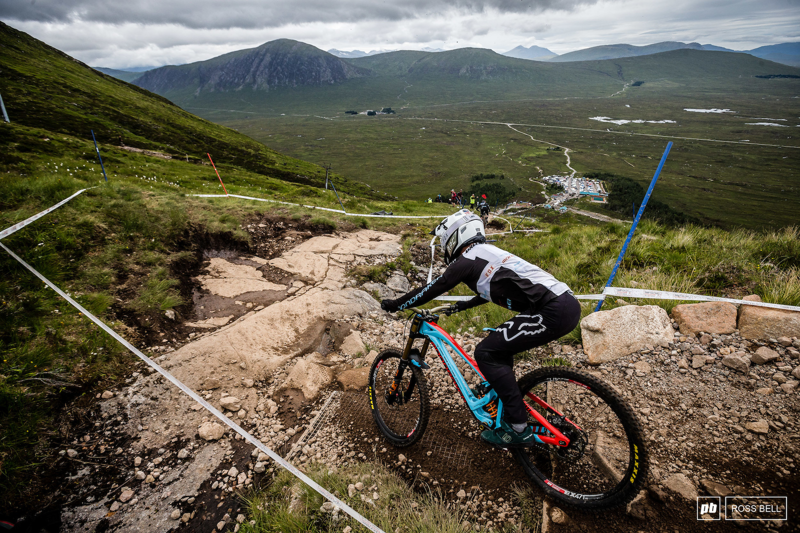 Fresh off the back of a red hot start to the WC season which sees him sat 2nd overall MS Mondraker s Laurie Greenland took the trip north to have a crack at taking his first elite national title.