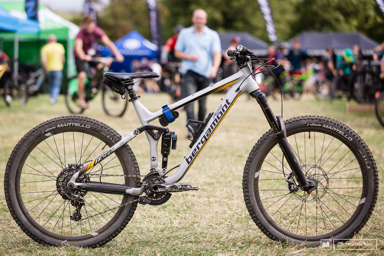 Micheal Eastons Bergamont Encore 650b with Ridge Pro carbon wheels Funn finishing kit a carbon chainstay and an aftermarket offset shock chip.