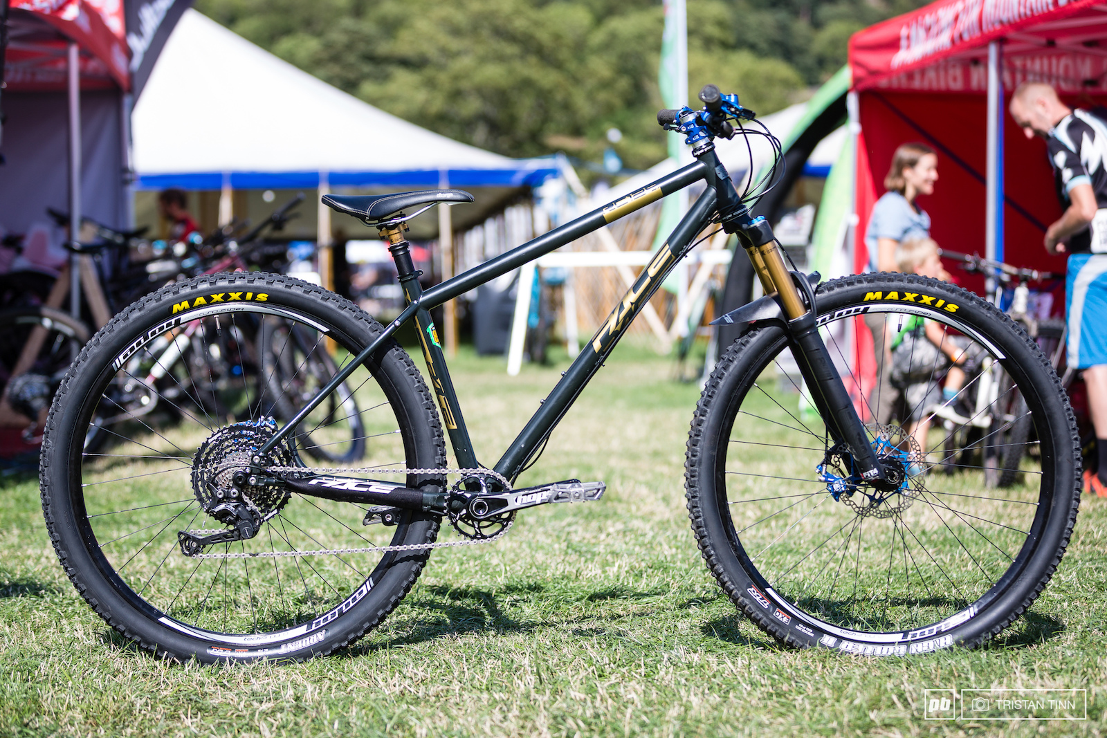 Ben Smith-Price s Pace RC129 29er hardtail made from Reynolds 853 featuring a 65 degree headangle panier mounts internal dropper routing with slide-out dropouts to increase chainstay length or run singlespeed. The frame is capable of taking up to a 150mm travel fork.