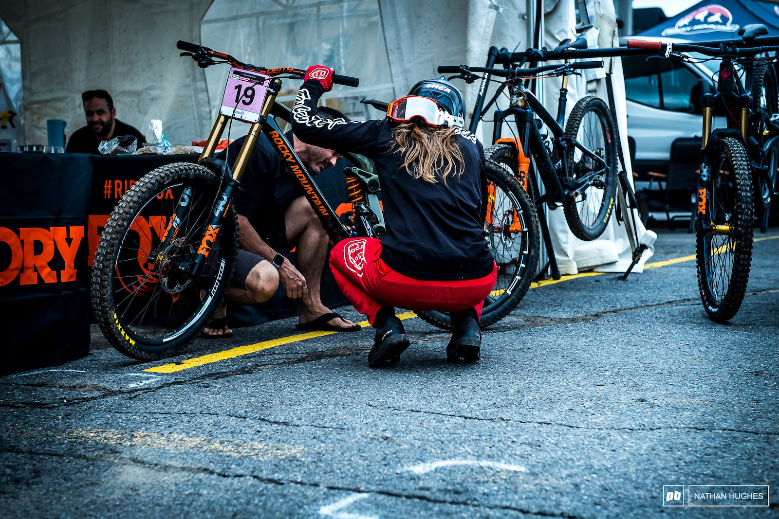 The Canadian champ Vaea Verbeeck getting a rear shock tune-up from Jordi Cotes.