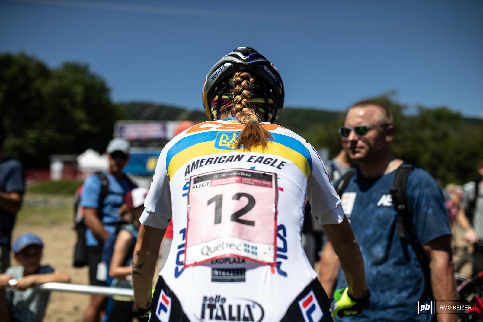 Yana Belomoina last year s winner warming up for the race.