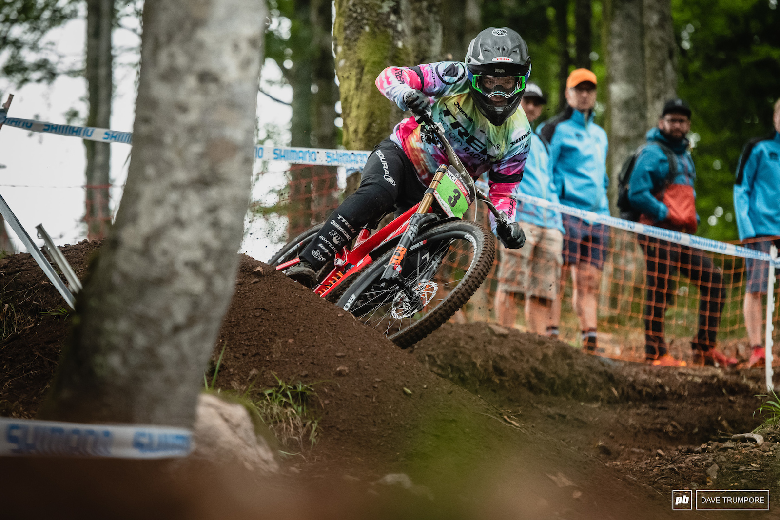 Kade Edwards was back on form in the junior men s qualifier to take the top spot ahead of Henry Kerr.