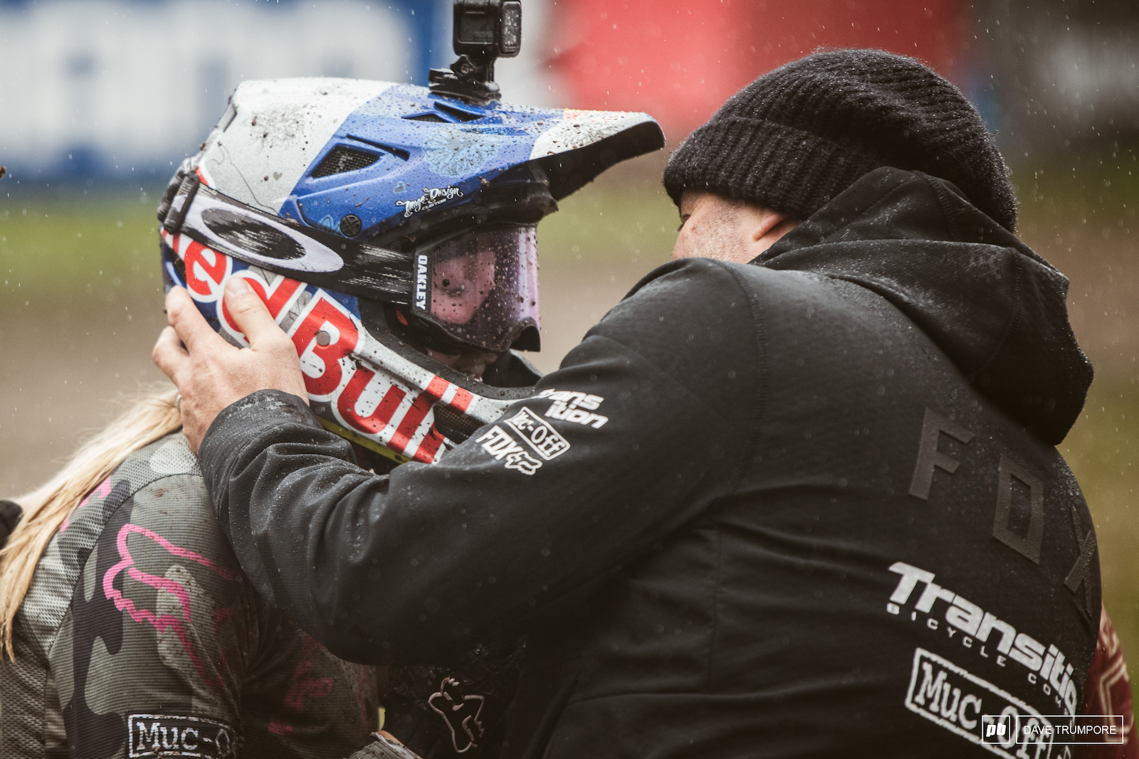 Tany Seagrave was first to congratulate Tahnee on a job well done. 2nd in the race and 2nd for the season despite being disqualified at round 3 in Leogang.