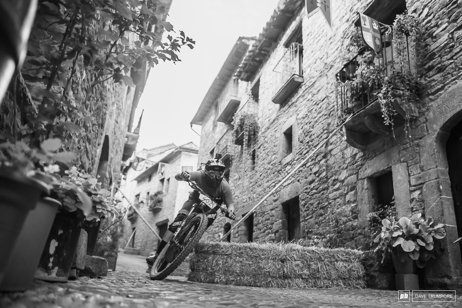 Martha Gill attacking the cobblestone slalom during Friday s prologue.