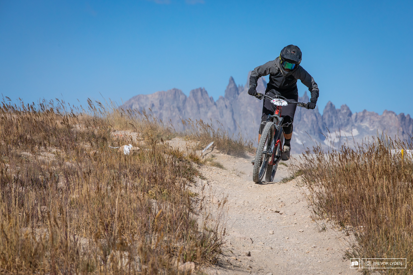Stage 1 started out on the most mellow trails of the day. A good warm up for the race to come