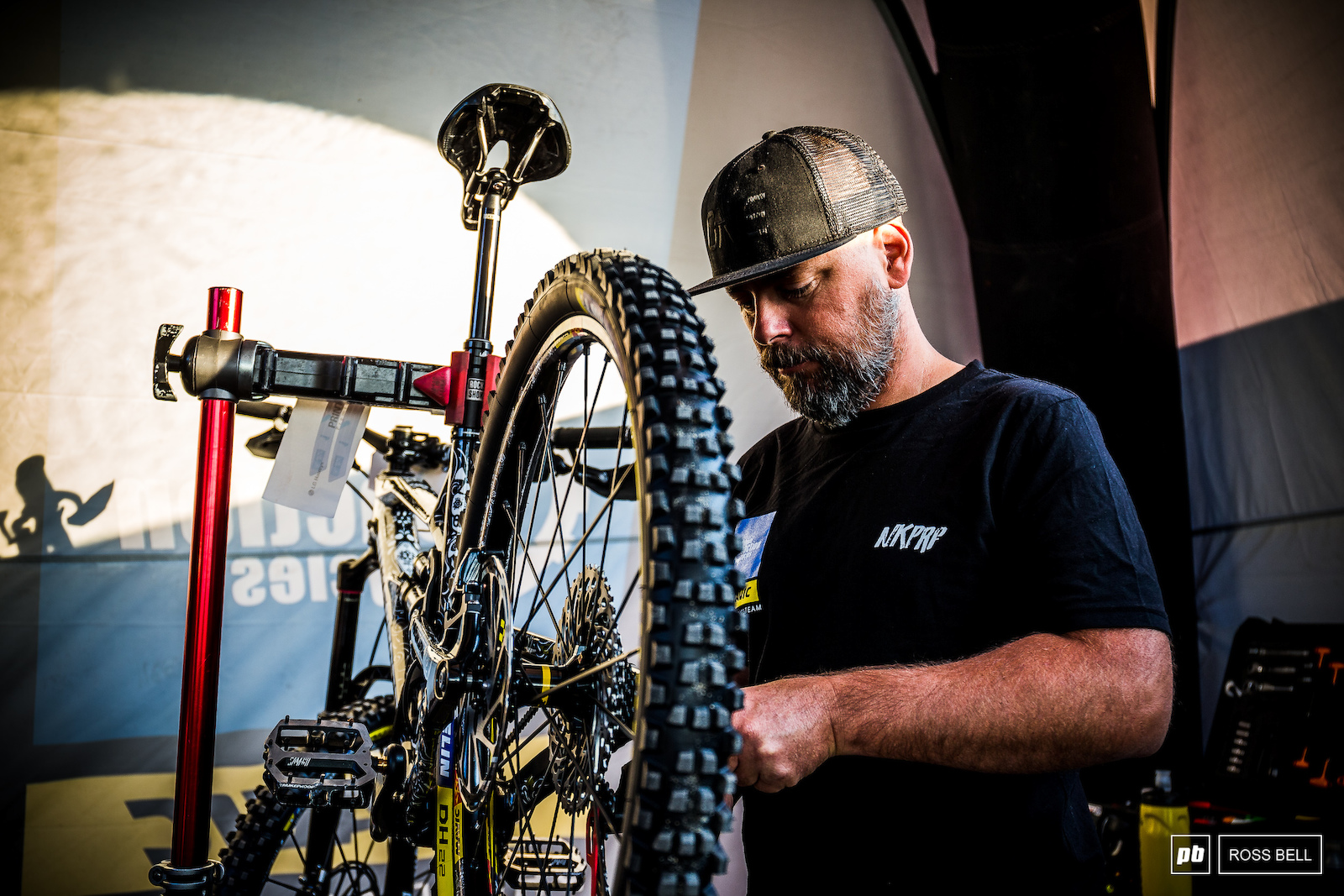 Jacy making the final checks to Sam Hill s race machine.