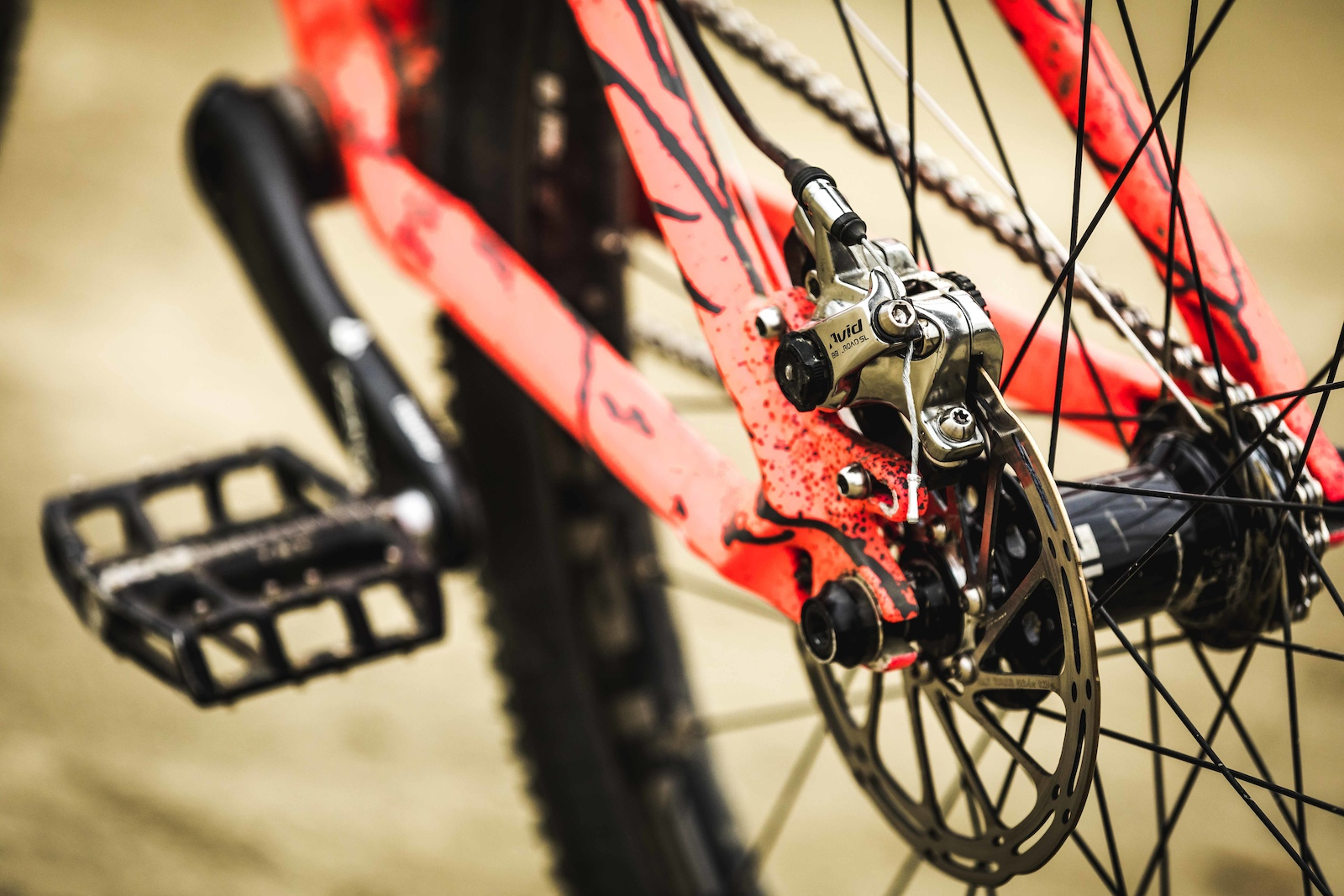 The Avid BB7 road brake offers the stopping power.
