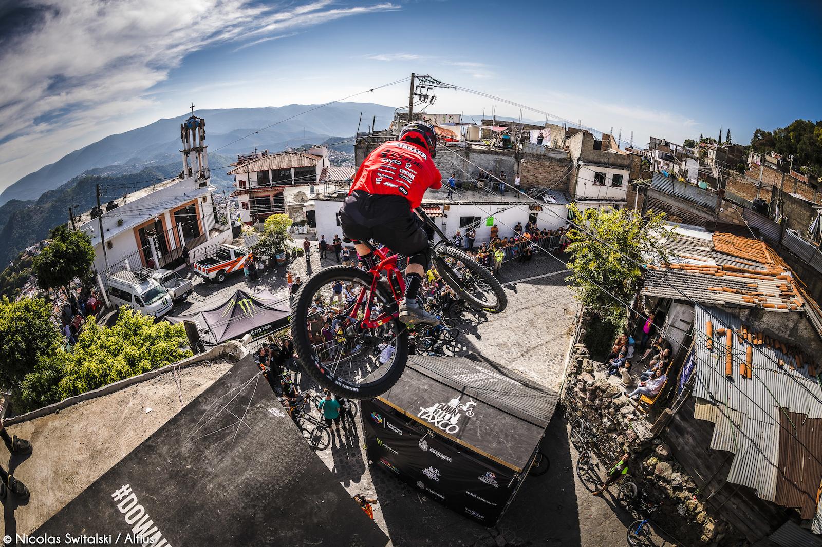 5d31393c388 Photo Epic: 2018 DownTaxco Urban DH Race - Pinkbike