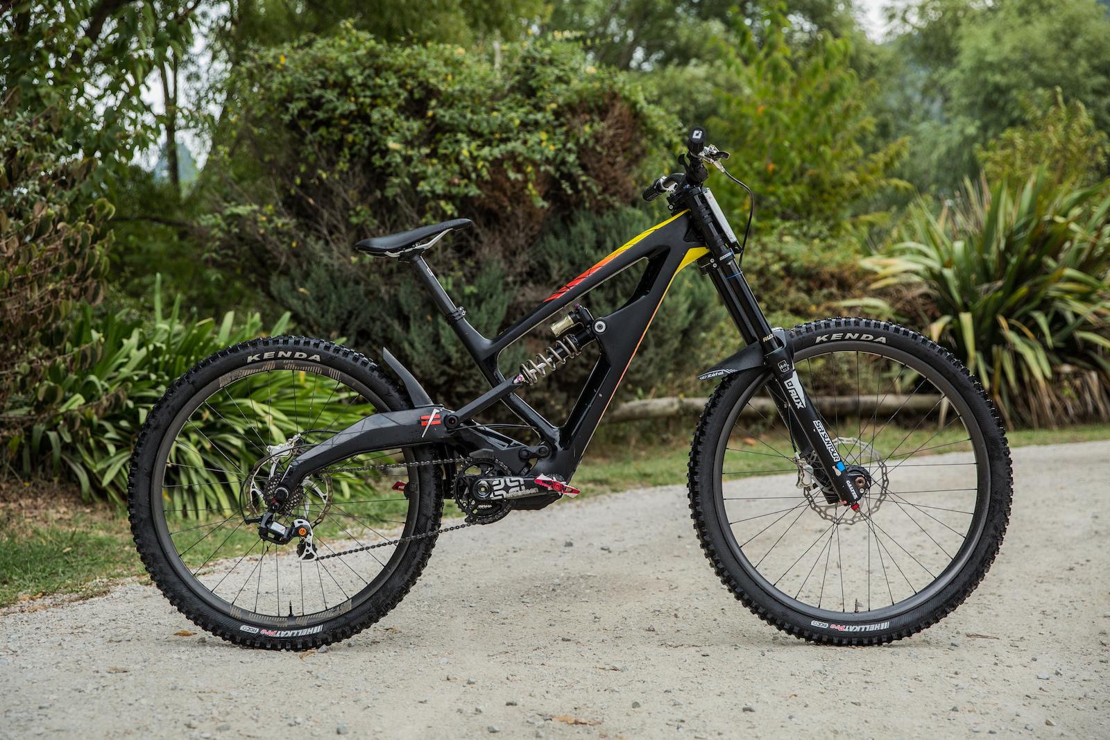 3d74dae9236 Bike Check: Mick Hannah's Mixed Wheel Size Polygon XquarOne DH ...