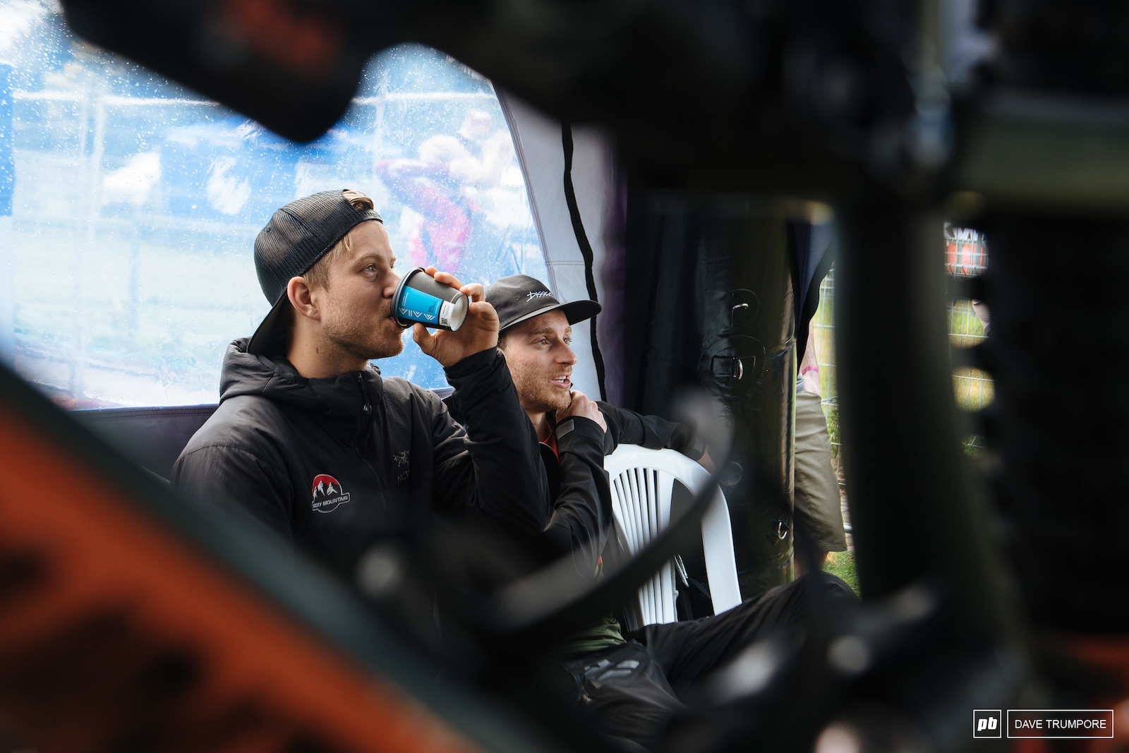 Coffee and chill for the boys in the Rocky pits to start the day.