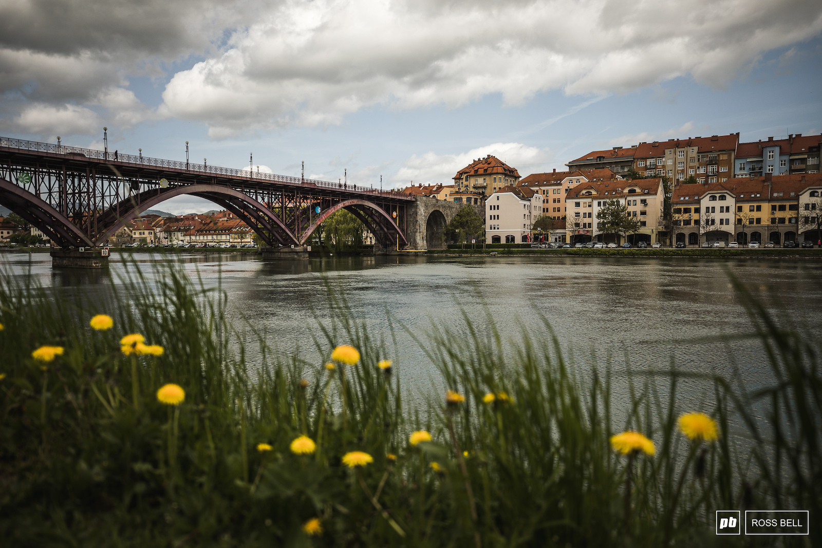 The quaint banks of the Drava river which runs right through the heart of Maribor.