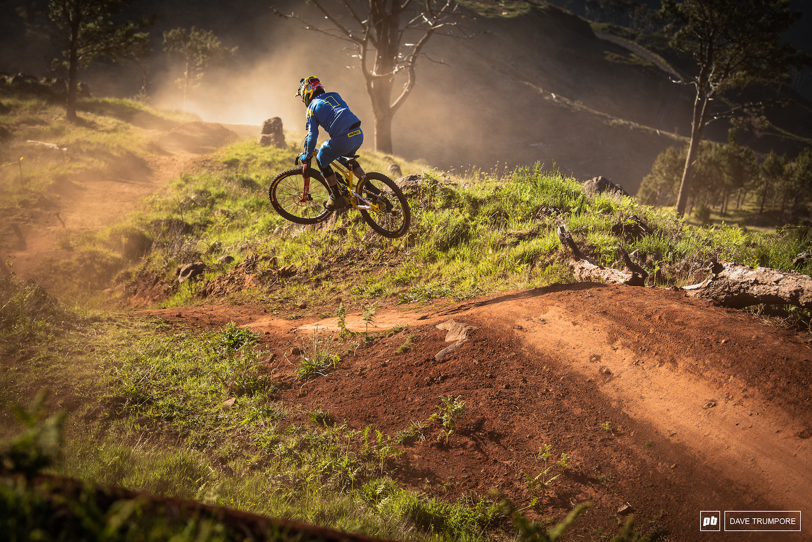 Sam Hill boosting jumps on Gamble. First run full speed and sending everything blind.