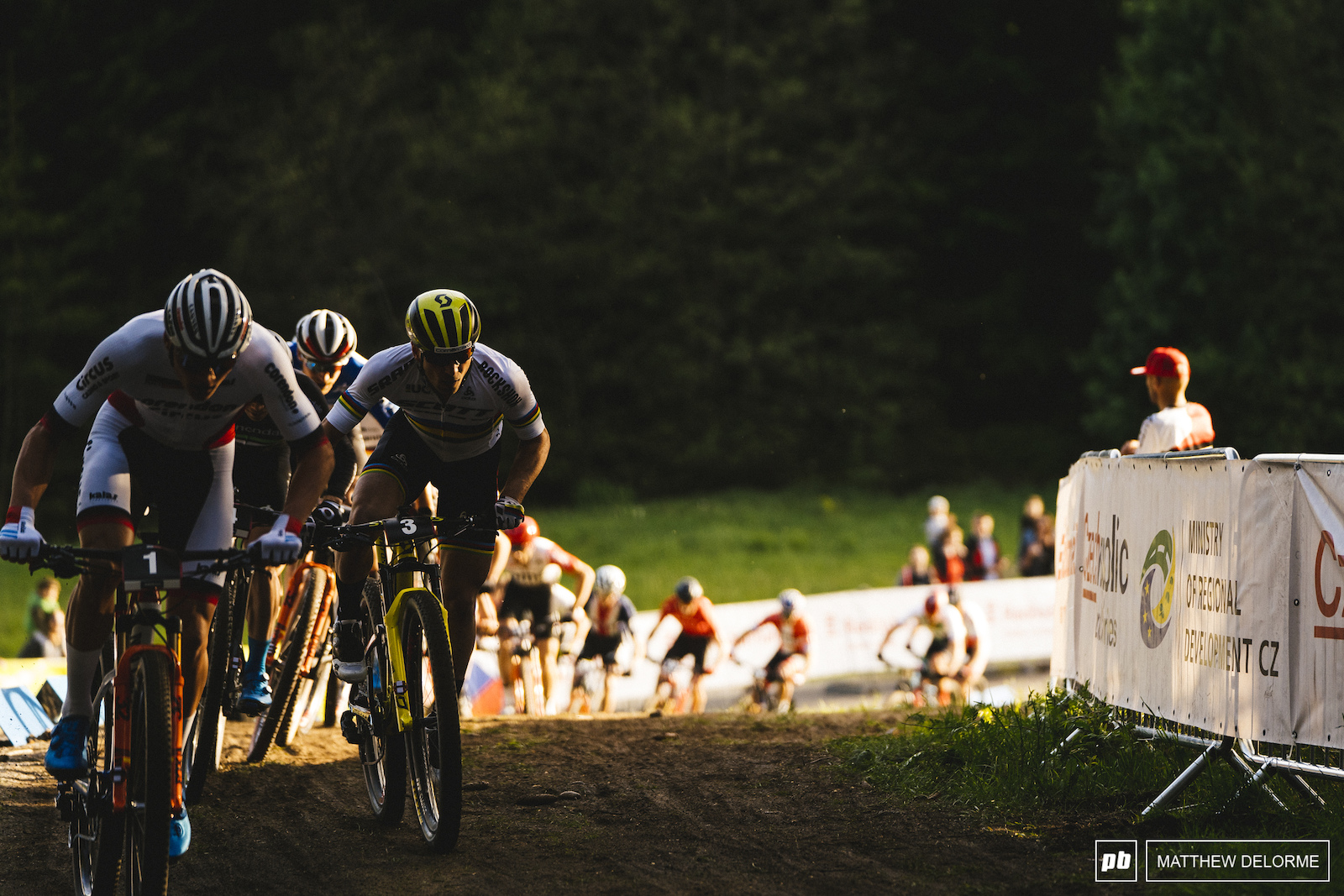Mathieu van der Poel and Nino duke it out during the final laps.