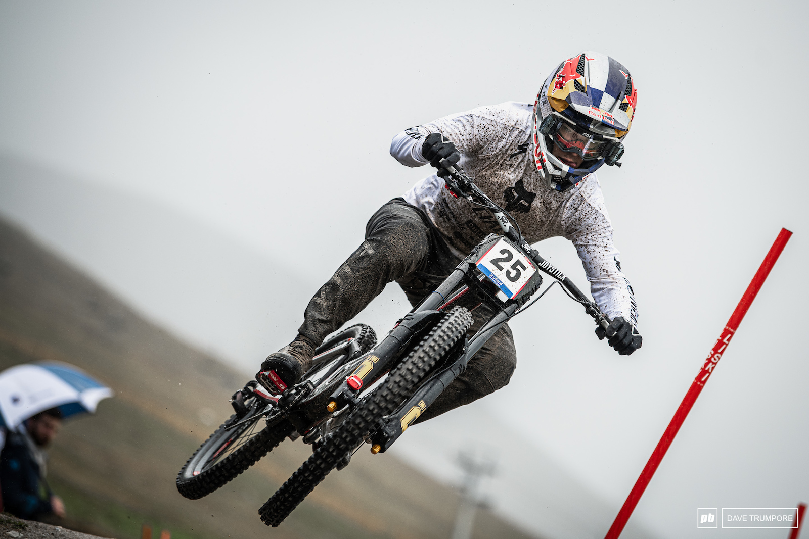 After a massive crash on Saturday Finn Iles rebounded to fight his way onto the podium in 5th.