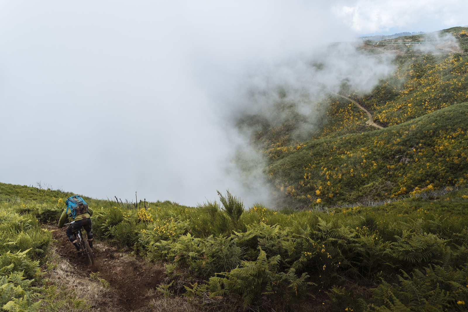 The cloud was rising as the riders arrived on stage 4. It wasn t long before visibility was limited.