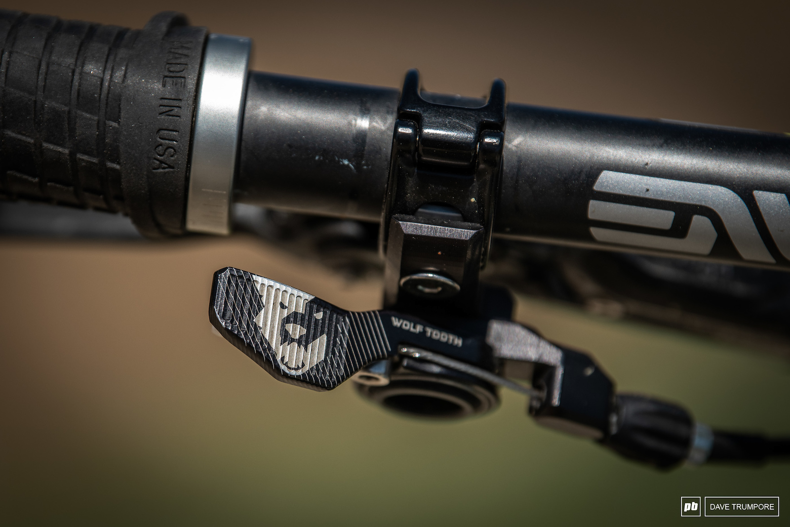 A Wolf Tooth lever integrates perfectly into SRAM brakes and control the FOX Transfer post.