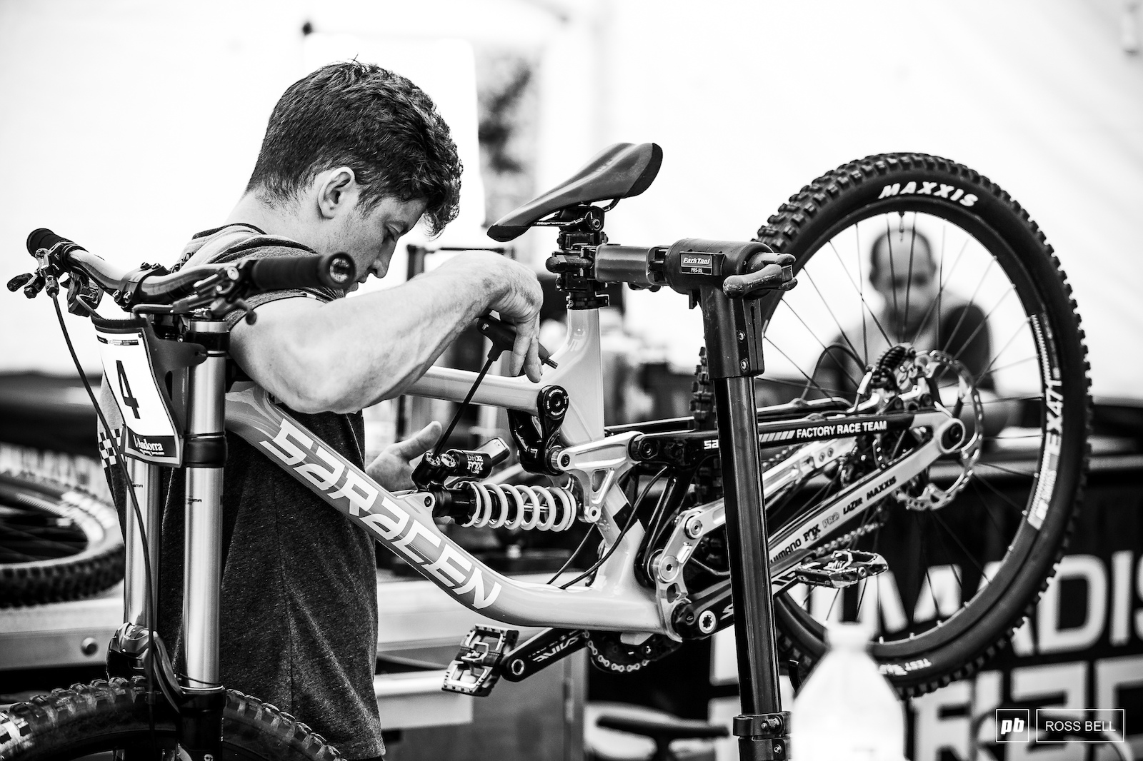 Danny Hart s mechanic Scotty Mears counting clicks.