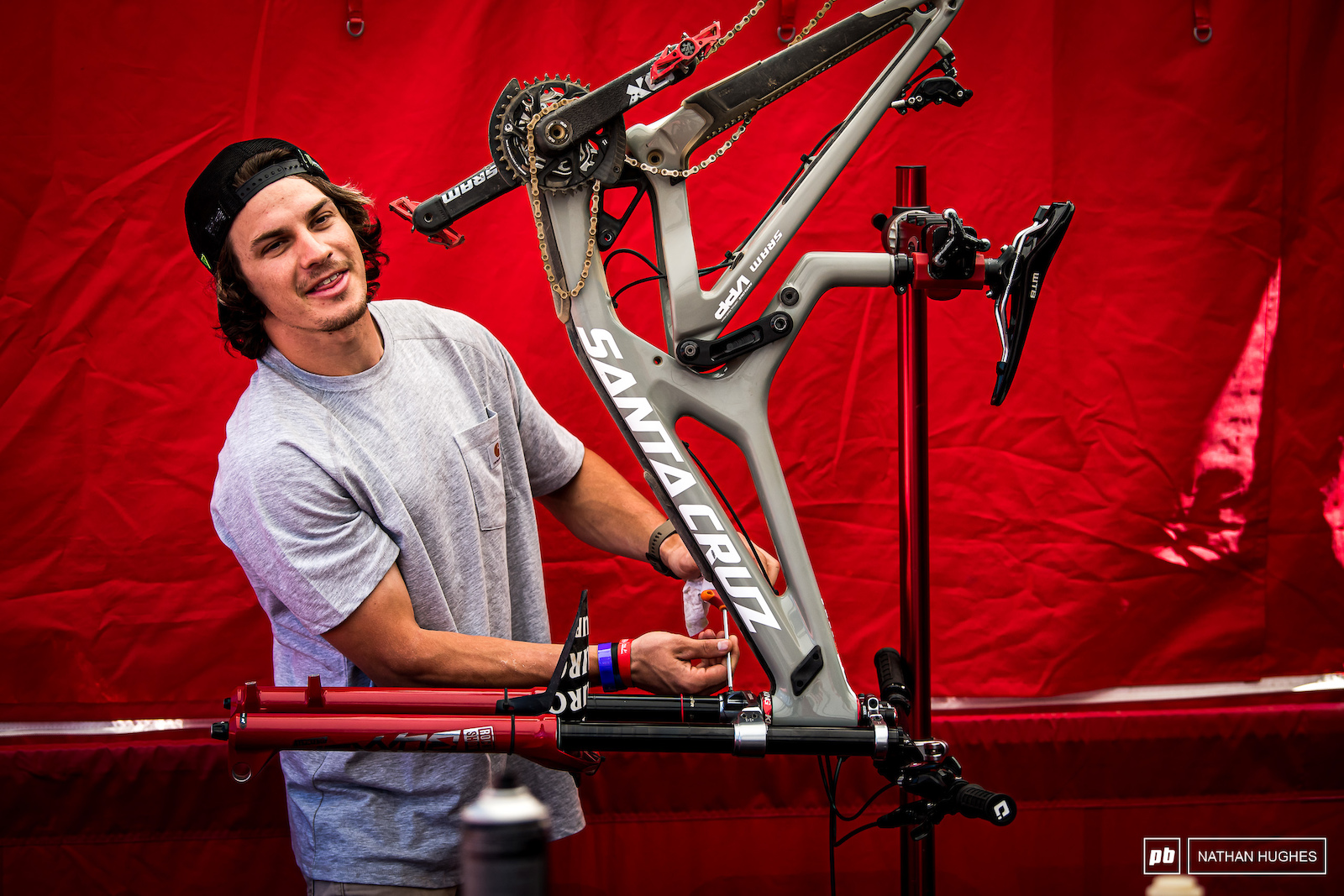 Mitch Ropo self-wrenching his way through the 2019 season. Of course under the watchful eye of the Sram master-mechanics.