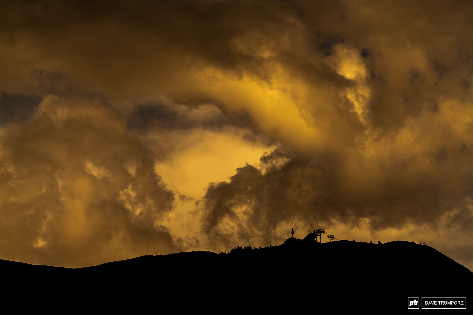 Fire in the sky in Les Orres