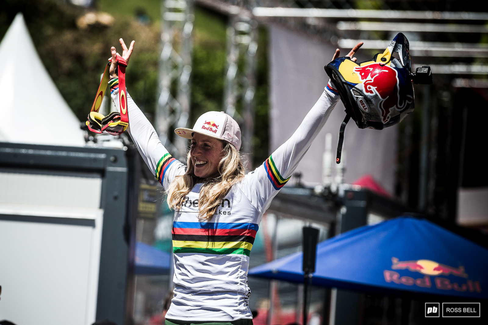 Win number 2 of the season for Rachel Atherton as she claws back towards Tracey Hannah in the overall.