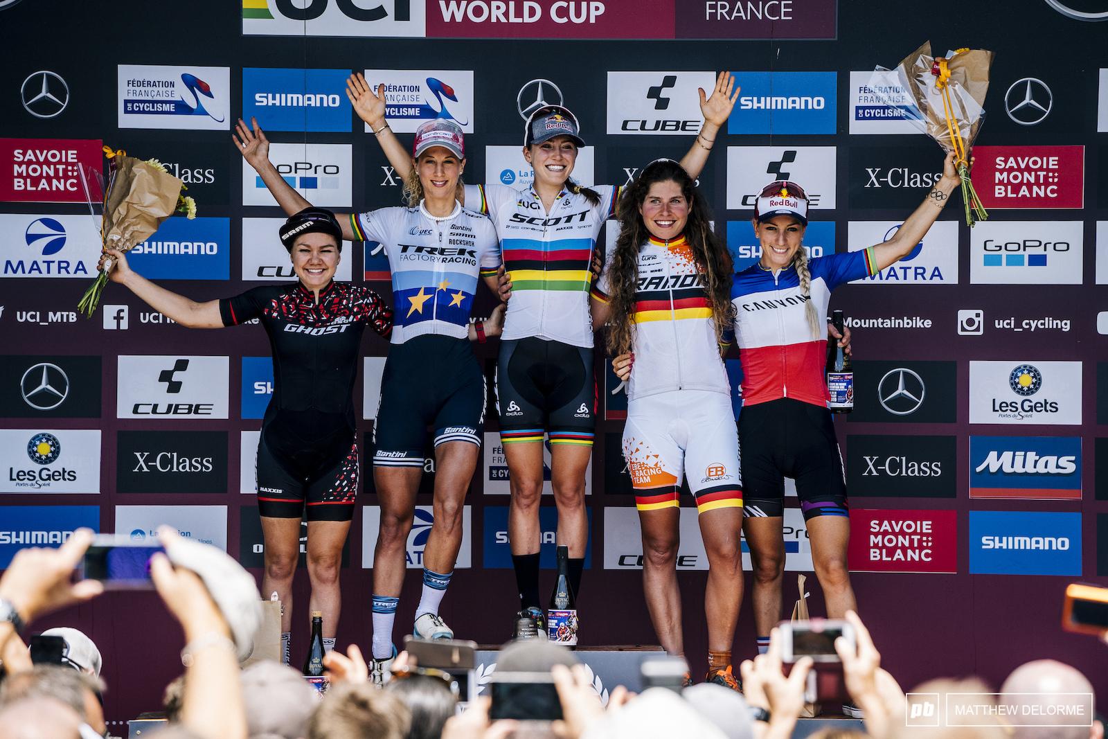 Women s podium- Kate Courtney Jolanda Neff Elisabeth Brandau Sina Frei and Pauline Ferrand Prevot.