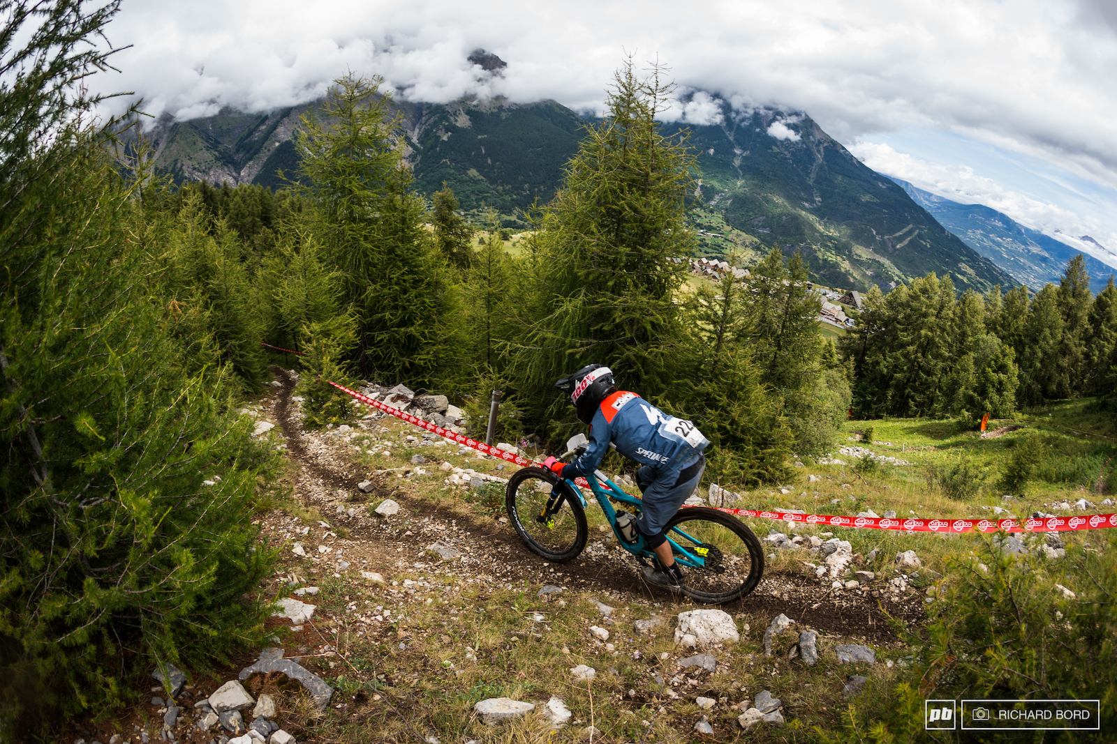 Second place Junior Francescu Camoin in the blind part of the last stage of the week-end.