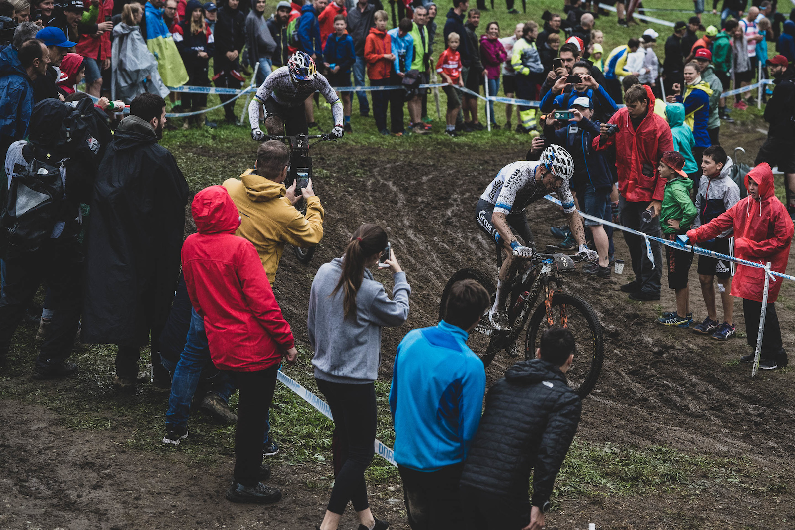 Try as he may Henrique Avancini could not hold off van der Poel in the slop. When MVDP decided it was time to go he was off like a rocket.