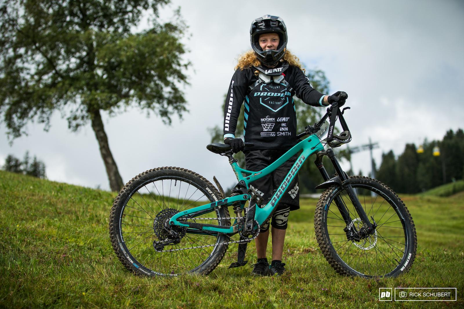 Melina Bast riding the U15 girls