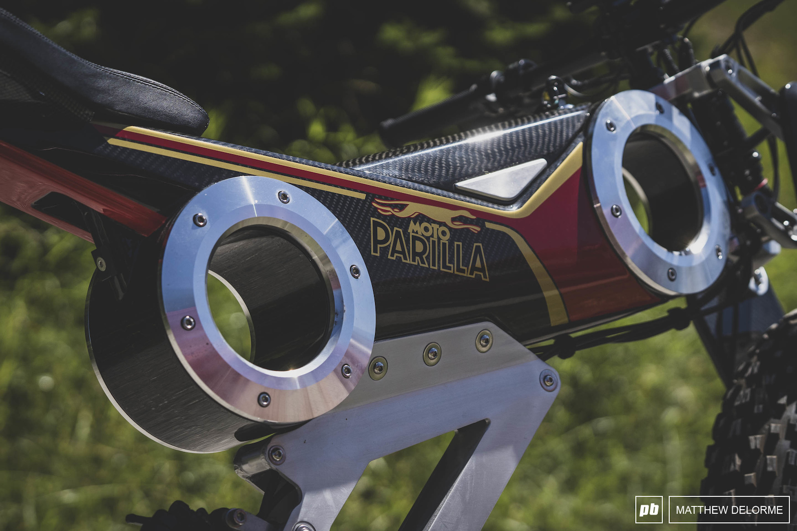 Some Crazy details on the Moto Parilla.