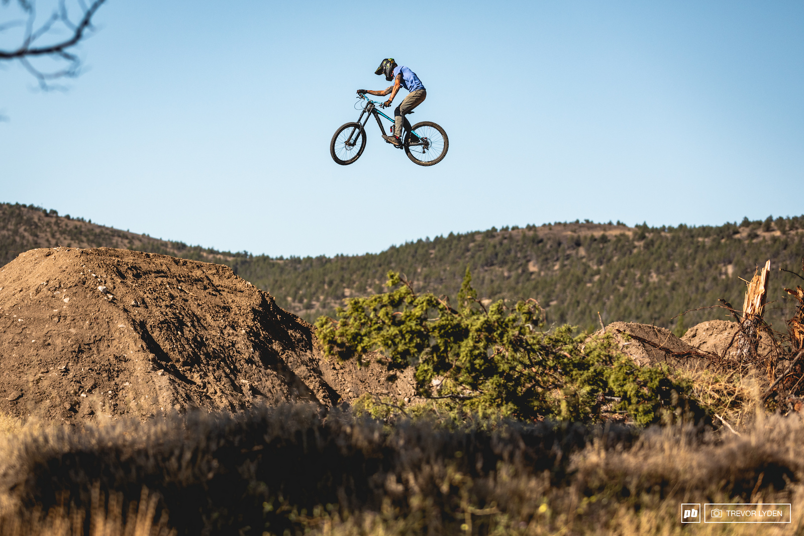 Freeride pioneer Randy Spangler showing the young guns that he can still ride.