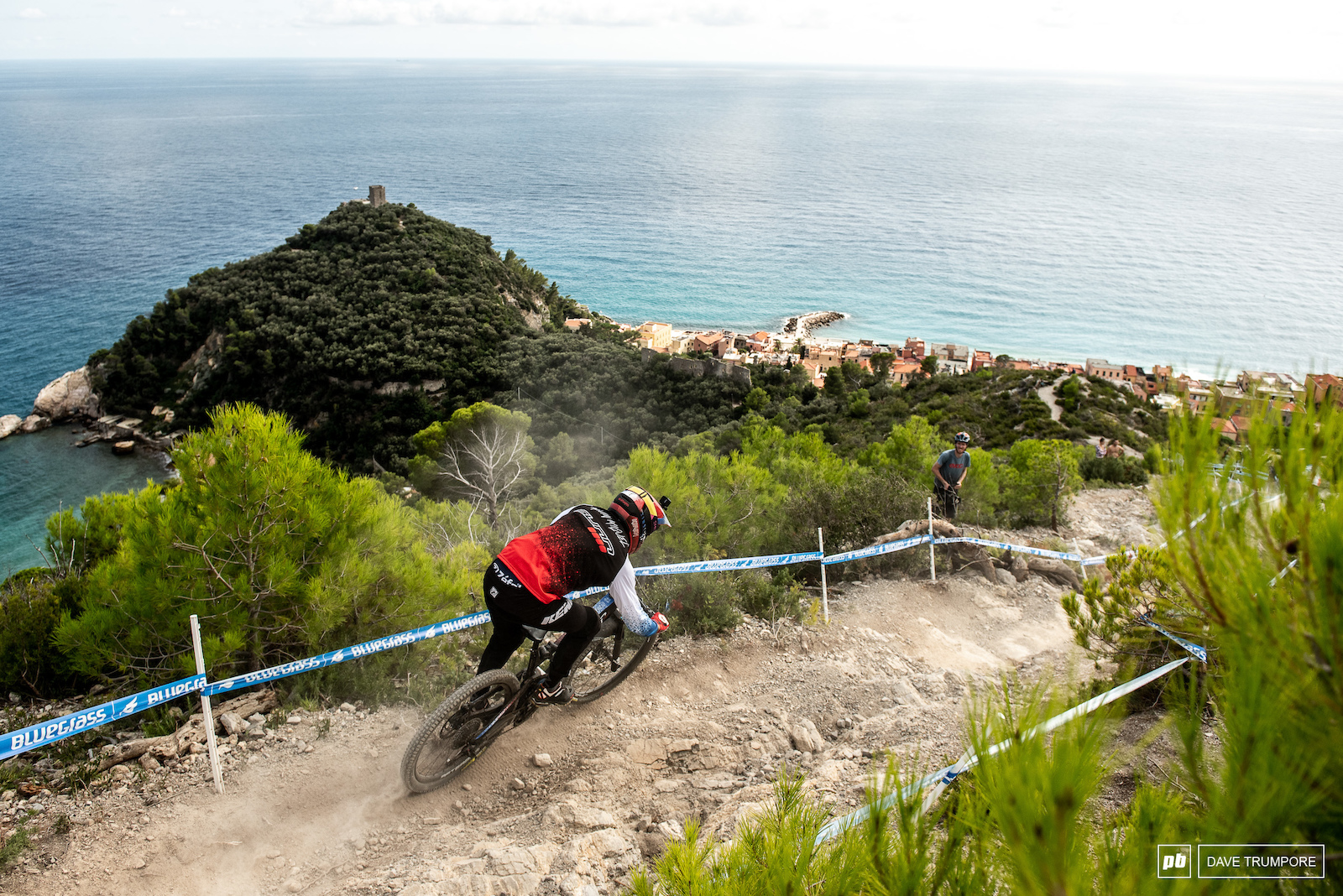 Kevin Miquel heads down what should be a very familiar stage 5 as it has been used as th last stage of the year all but one time in EWS history