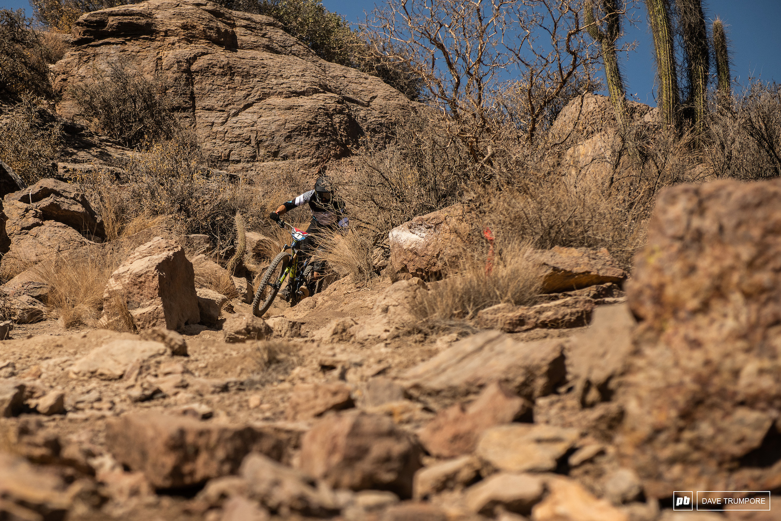 Jorge Verdugo smashing rocks rocks to start of day 3