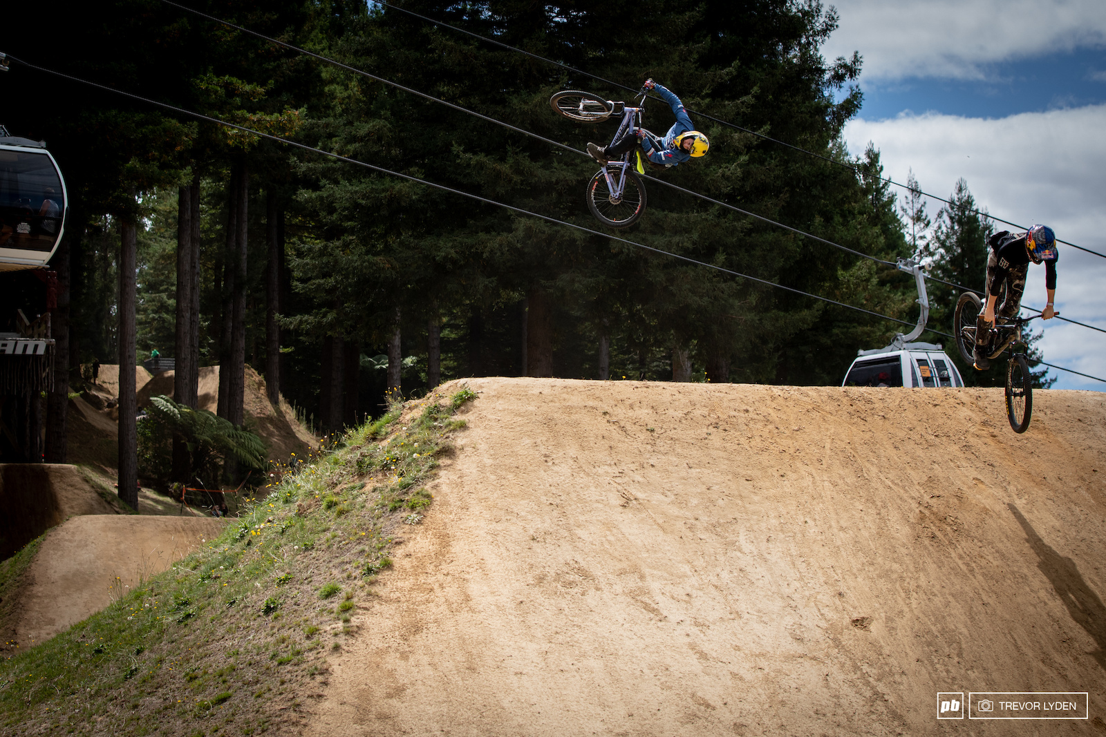 The slopestyle kicked off in the usual fashion a tribute train to the late Kelly McGarry.