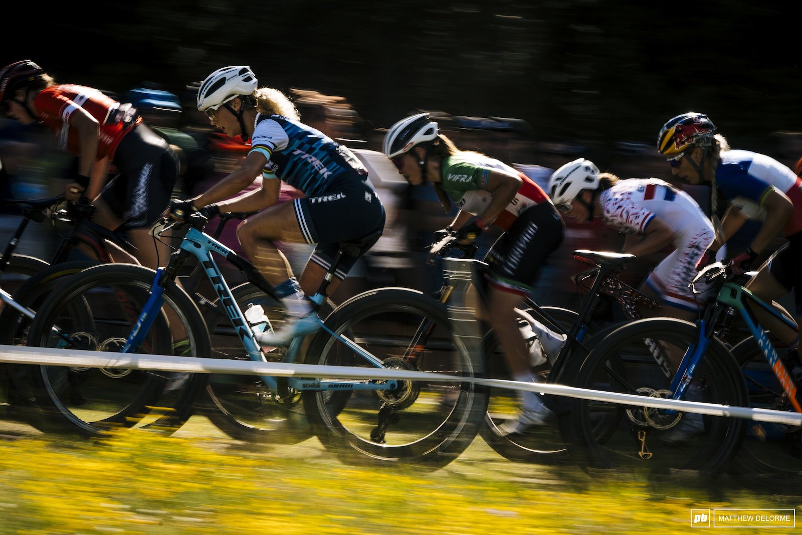 Jolamnda Neff tries to push to the front of the pack in Nove Mesto.