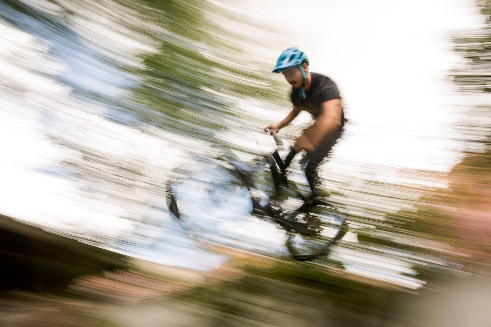 A dirt jumping session a day after winning a round of the national enduro series is no problem for Martin Jijon.