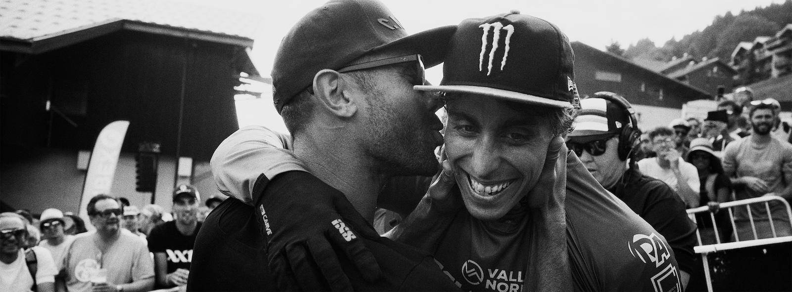 Fabien Barel congratulating Amaury in Les Gets.