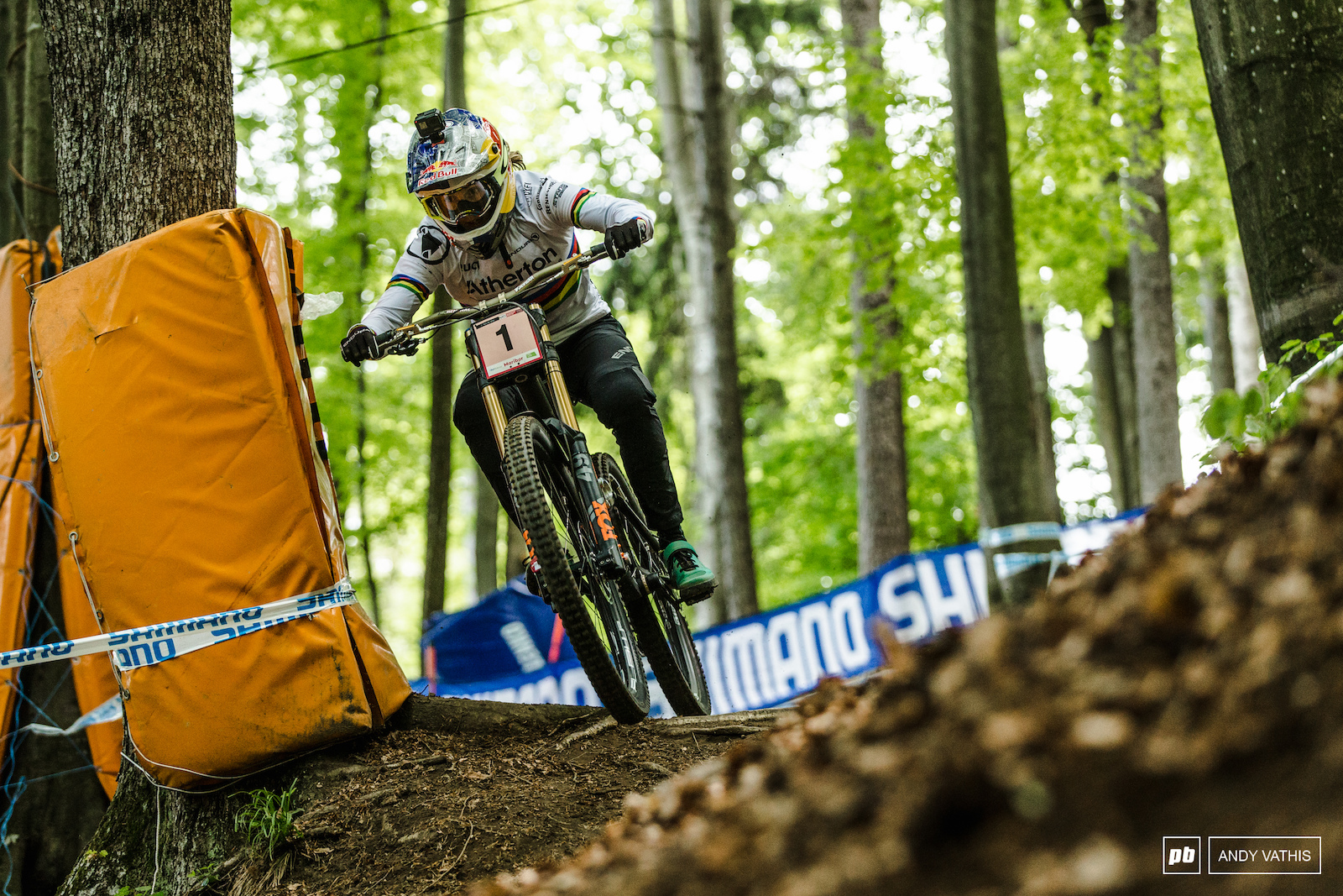 Rachel Atherton battled it out with Tahnee Seagrave in what was a dramatic final for the women s field.