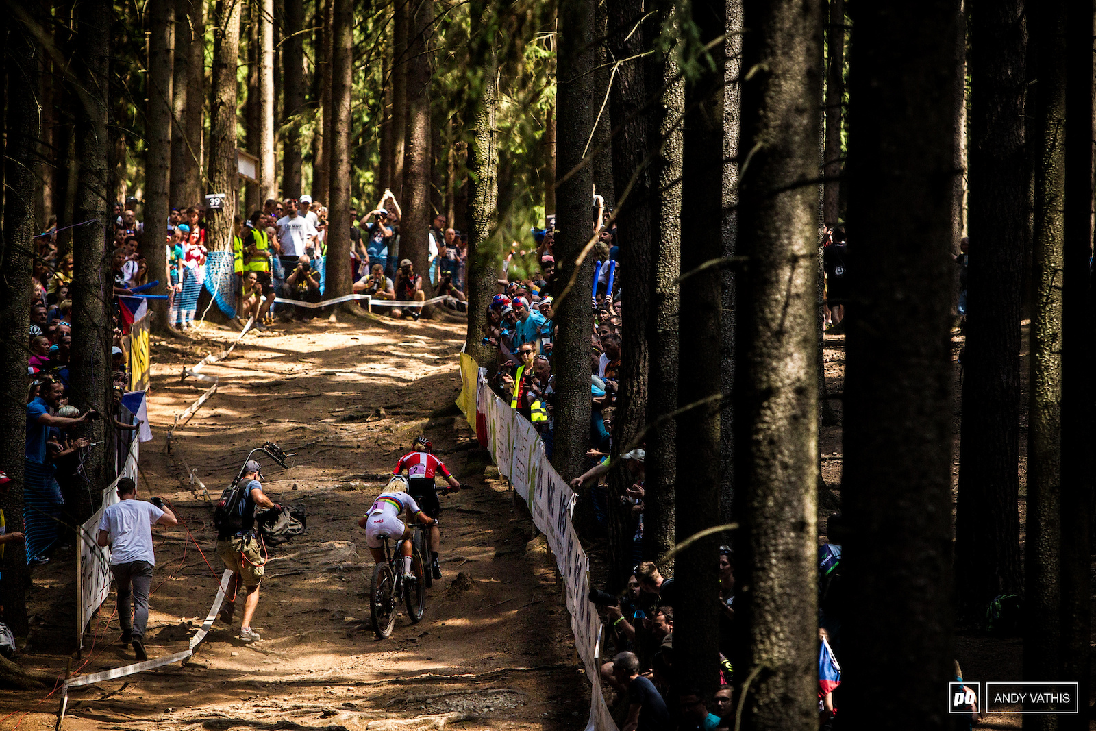 Annika Langvad and Jolanda Neff s fight in 2018 was as good as racing gets. It boiled down to a drag race down the finish straight.