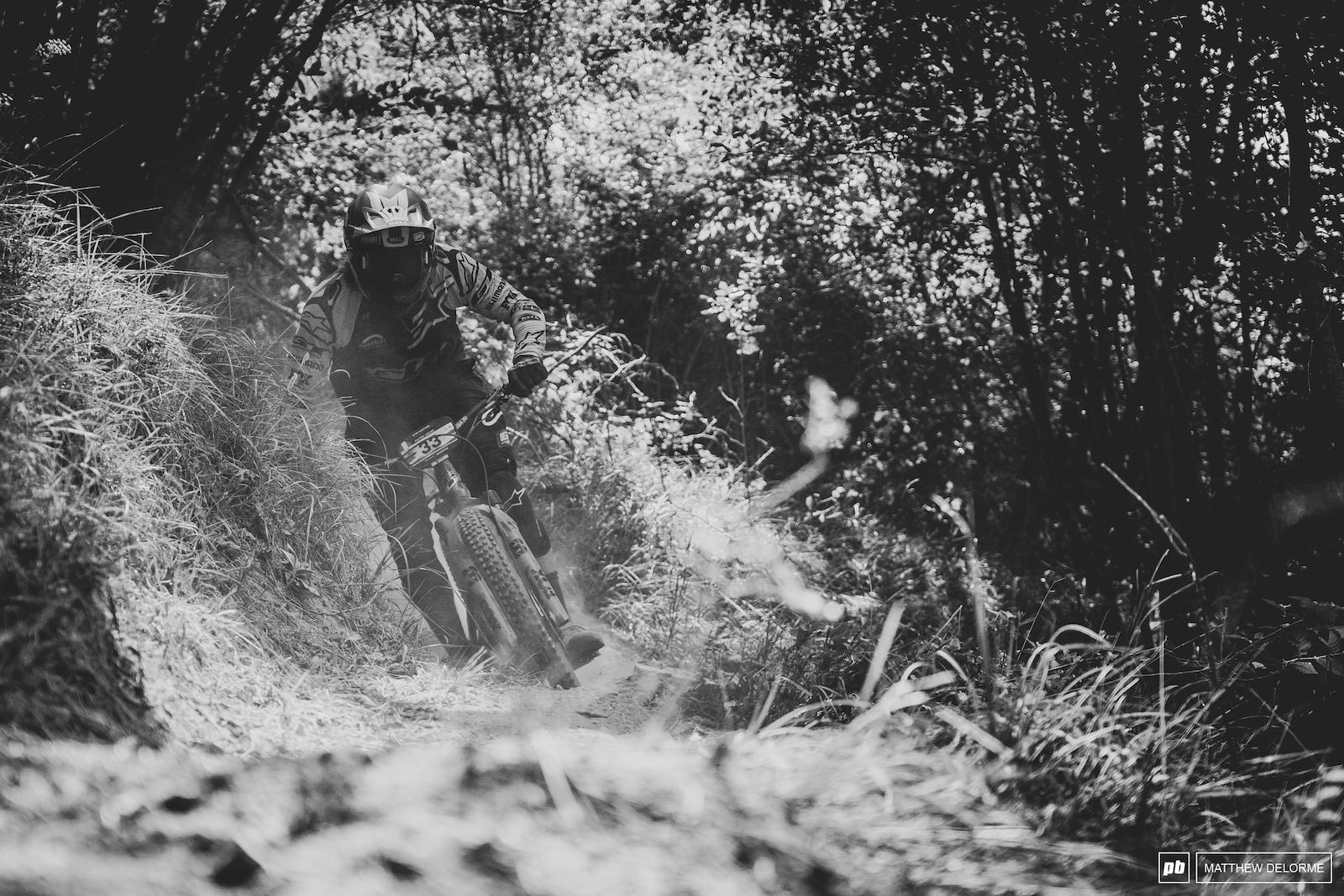 Wyn Masters plowing his way through some Ligurian brown powder.