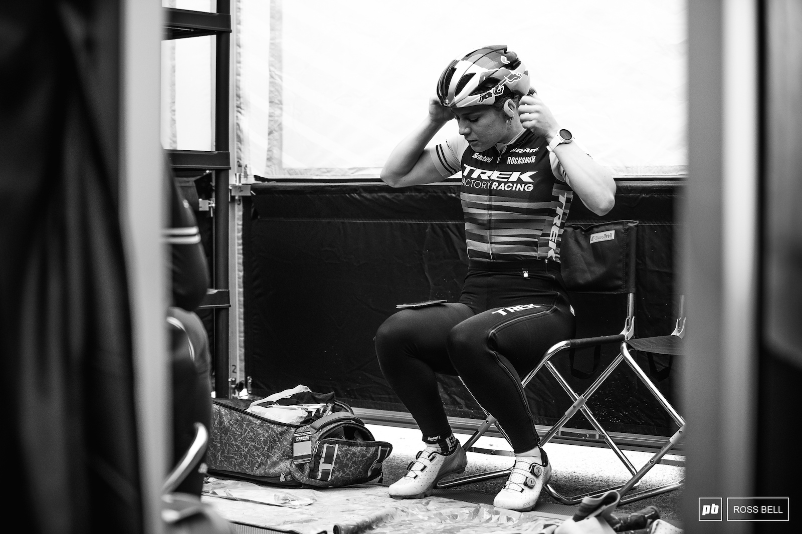 Evie Richards going through her pre-race routine.