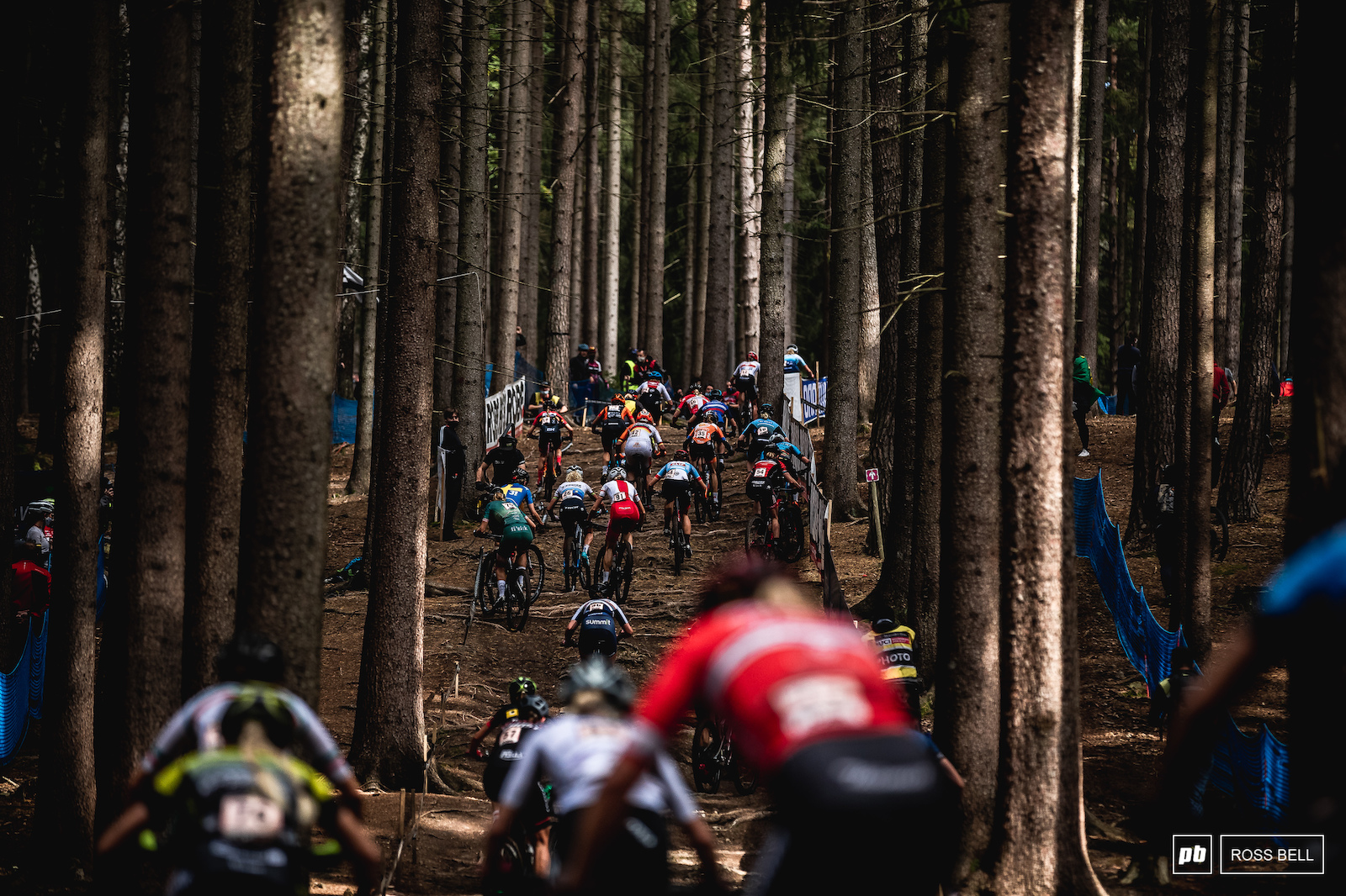 The elite women tackle the infamous main climb in Nove Mesto.